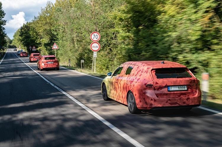 Nova Škoda Octavia i službeno odbrojava do velike premijere