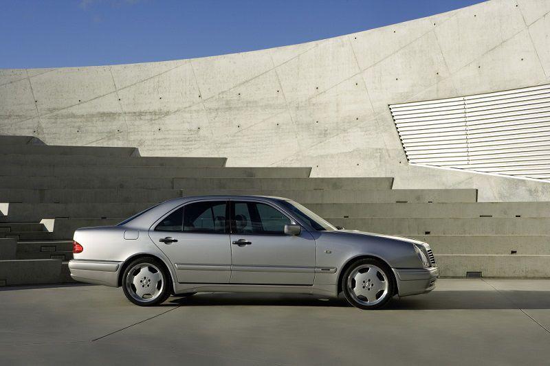 Mercedes-Benz E50 AMG (W210) - limuzina s V8 motorom vrijedna pažnje proizvedena prije 25 godina!