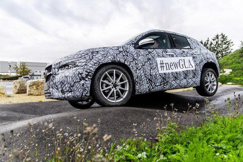 Novi Mercedes-Benz GLA sitno broji do premijere