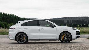 Porsche Cayenne E-Hybrid zahvaljujući snažnijoj bateriji sada prolazi više kilometara na struju!