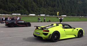 Porsche 918 Spyder vs Bugatti Chiron u utrci ubrzanja pokazali svoje zube