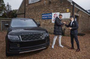 Anthony Joshua opet ima razloga za slavlje, nagrađen unikatnim Range Roverom