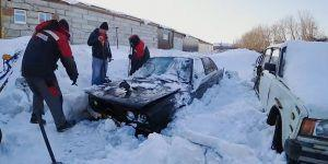 Legendarna BMW 'kocka' doslovno okovana ledom, hoće li upaliti?