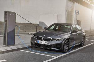 BMW i hibridni problemi, snažni 330i troši manje od plug-in 330e izvedbe