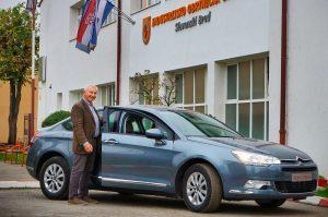 C Automobil Import učinio lijepu gestu, donirao Citroën C5 školi u Slavonskom Brodu