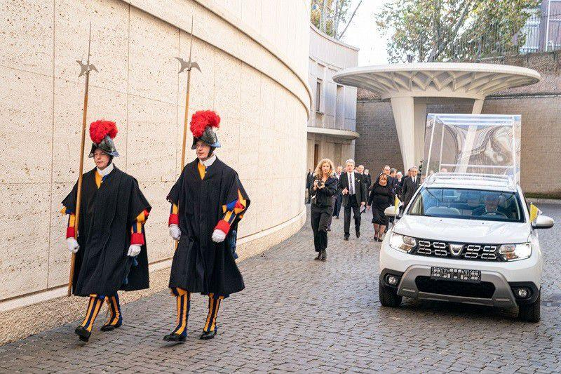 Papa Franjo od sad uz novi papamobil, Dacia Duster u novoj ulozi