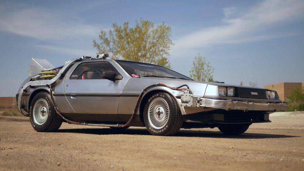 DMC DeLorean iz 1981. mami osmijeh na lice prolaznika ali i filmskih fanatika