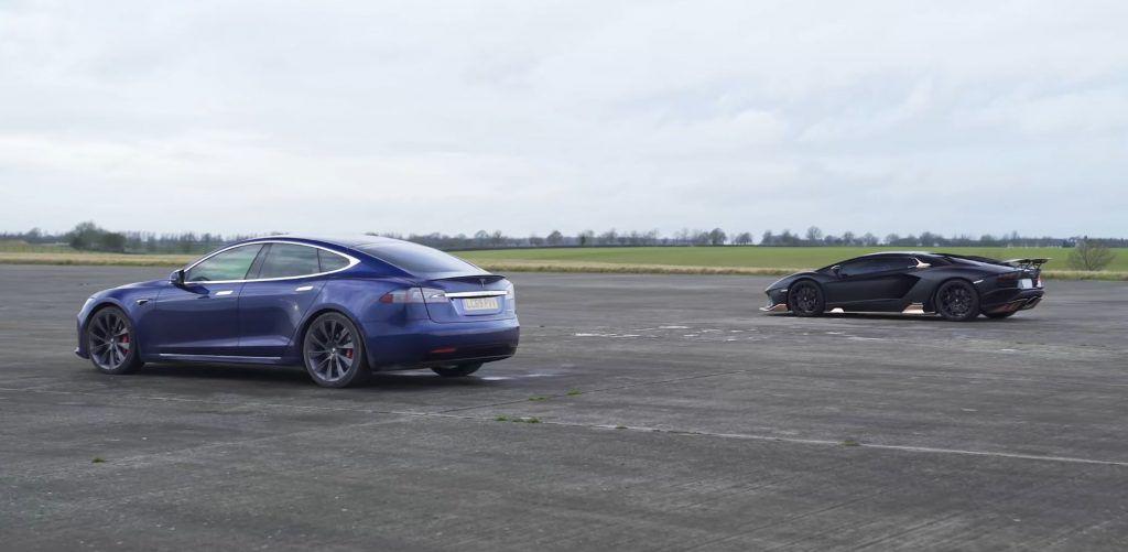Utrka ubrzanja: Lamborghini Aventador S u 'topless' izdanju odlučio se namjeriti na Tesla Model S