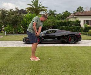 Golfer u ludom izazovu, prozori LaFerrari Aperte kao mete
