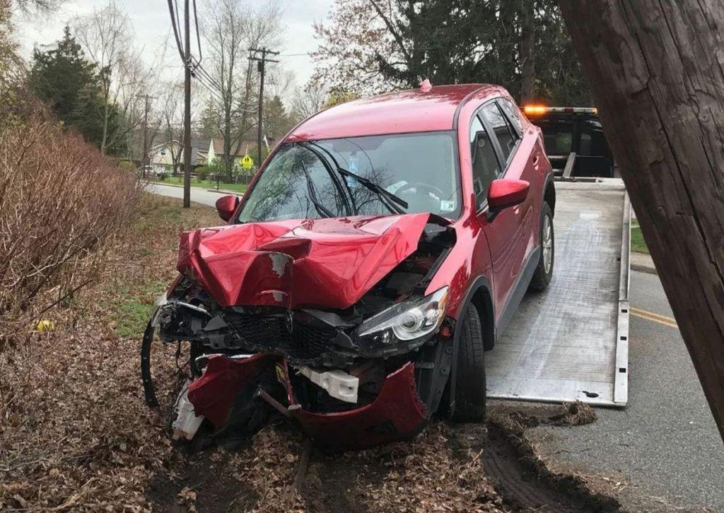 Zbog maske izgubio svijest u vožnji i u izlijetanju teško oštetio automobil