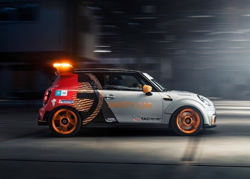 MINI Electric Pacesetter za red na stazi, u ulozi safety cara Formule E