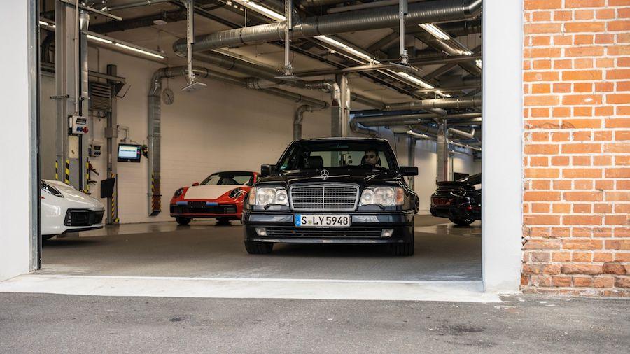 Mercedes-Benz 500 E, 30 godina od pojave kultne limuzine na Porsche način