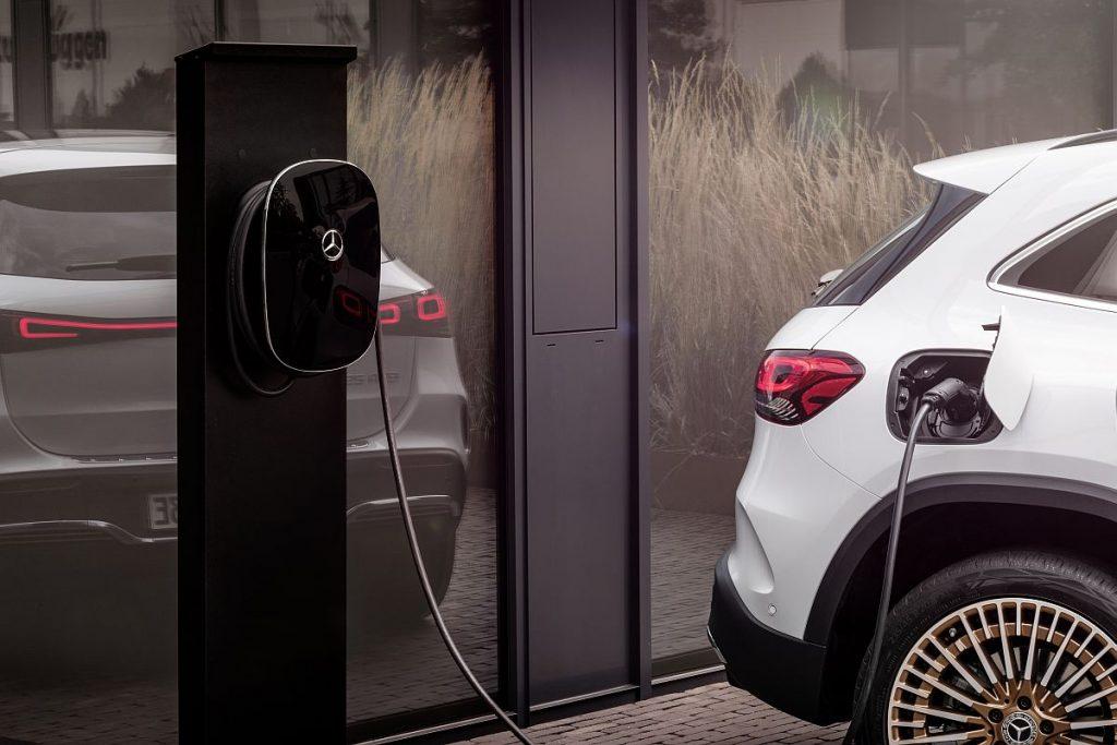 Mercedes EQA je najmanji član električne postave marke i najava velikog strujnog udara iz Stuttgarta