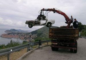 Posljednji ispraćaj vozila, koga treba zvati za uklanjanje olupine i koji je točan postupak?