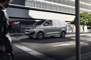 Peugeot e-Expert nudi doseg od 330 kilometara, prostranu kabinu te brojne sigurnosne sustave, a u salone stiže u ljeto