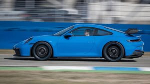 Porsche 911 GT3 punim gasom i brzinom od 300 km/h odradio 5.000 km u 17 sati