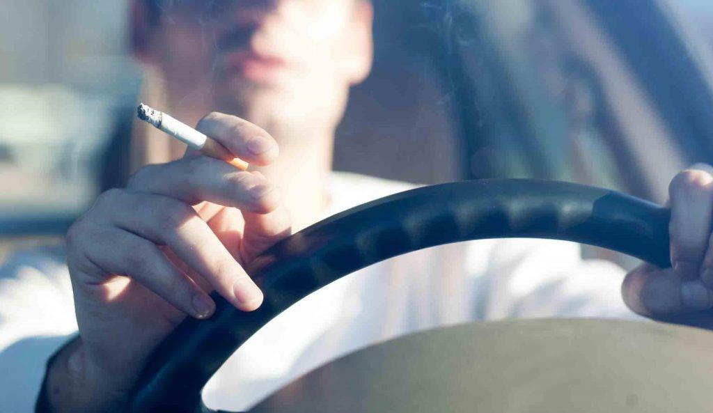Pušenje tijekom vožnje u ovim zemljama EU moglo bi vas skupo stajati