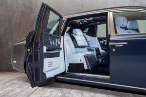 Rolls-Royce na usluzi, novi vlasnik Phantoma poželio ruže iz više od milijun šavova
