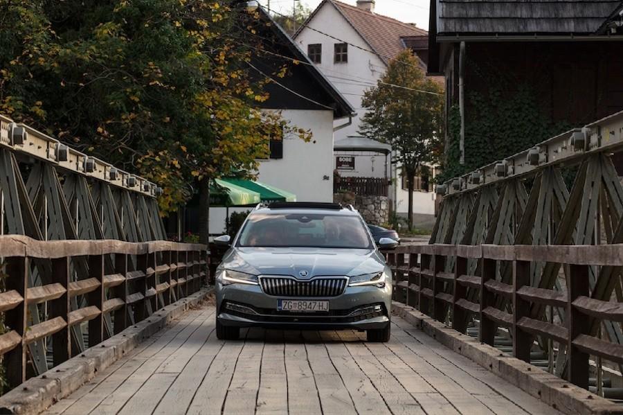Rastoke su uvijek odlična ideja za obiteljski izlet, a Škoda Superb savršen saveznik