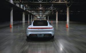 Porsche Taycan vozio 165 km/h u zatvorenom prostoru i postao opet dio Guinnessovih rekorda!