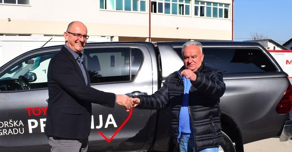 Sjajna donacija, Toyota Hilux stiže u pomoć Petrinji