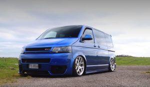 Volkswagen T5 vozi 'dostave' u pratnji V8 stroja i 745 KS, ovaj projekt morate vidjeti!