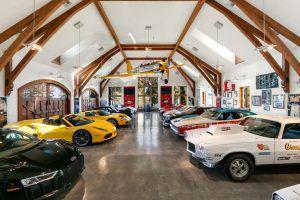 Ova je kuća san snova za sve ljubitelje automobila!