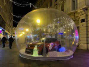 Prošetali smo zagrebačkim Adventom i potražili automobile koji krase božićni ugođaj