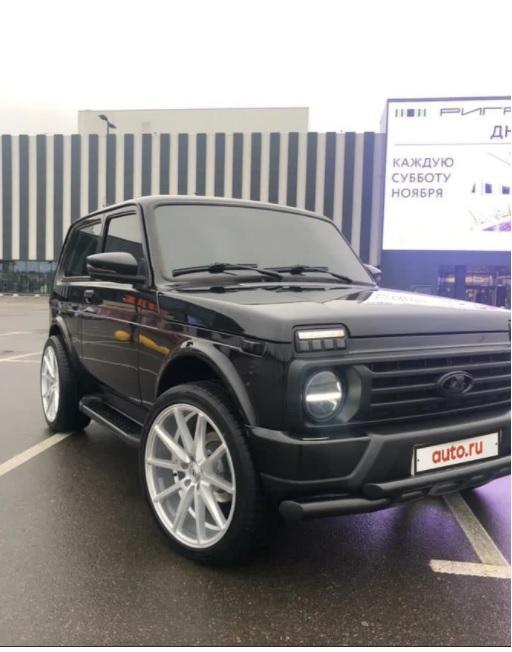 Najotmjenija Lada Niva na prodaju za 16.600 eura, nudi volan iz G klase i sjedala iz BMW-a!