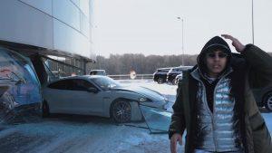Porscheom namjerno proletio kroz izlog auto salona zbog YouTube klikova?
