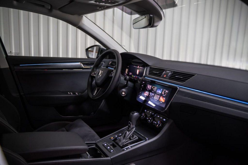 Škoda Superb Combi Premium 2.0 TDI DSG, kod nje se prostor mjeri u kvadratnim metrima, a mane traže povećalom 4