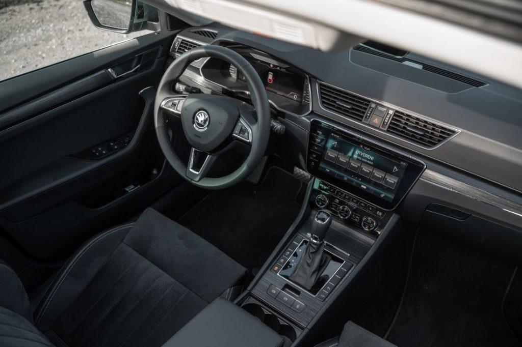 Škoda Superb Combi Premium 2.0 TDI DSG, kod nje se prostor mjeri u kvadratnim metrima, a mane traže povećalom 3