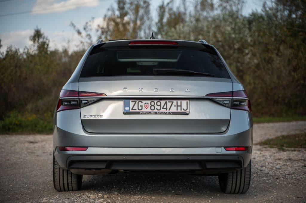 Škoda Superb Combi Premium 2.0 TDI DSG, kod nje se prostor mjeri u kvadratnim metrima, a mane traže povećalom 8