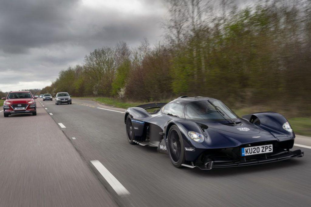 Aston Martin Valkyrie kao batmobile, nevjerojatni model u najavi odrađuje prve test vožnje 2