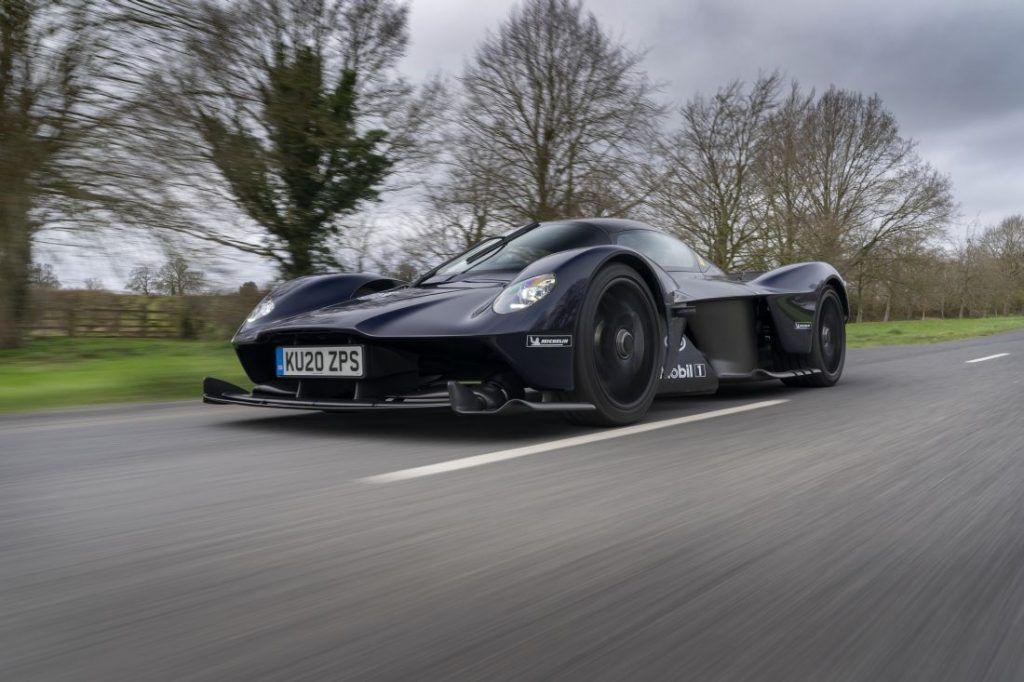 Aston Martin Valkyrie kao batmobile, nevjerojatni model u najavi odrađuje prve test vožnje
