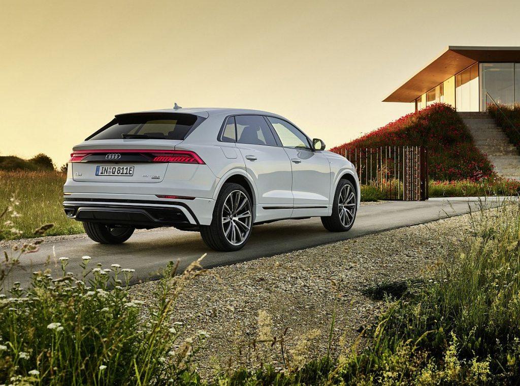 Audi Q8 60 TFSI e vozi do 60 km samo na struju i broji 462 KS! 1