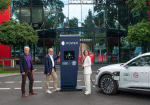 Audi počastio nogometaše Bayern Münchena s novim električnim Audi e-tron modelima