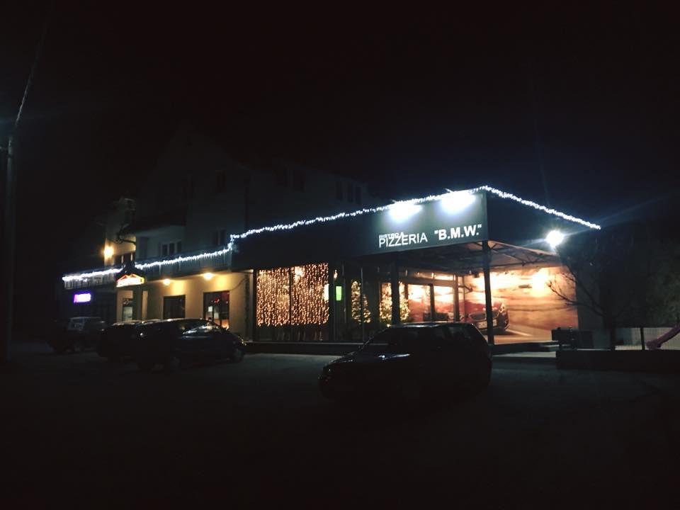 Ako ste ljubitelj bavarske marke i pizze, onda pravac u - pizzeria BMW! 5