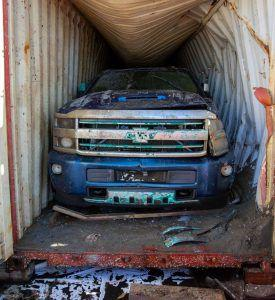 Dva kamioneta izvučena nakon pune dvije godine iz mora i nesreće na kontejnerskom brodu