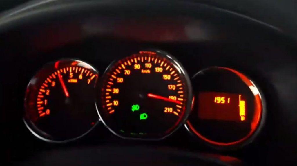 Gasi klimu, gasi sve, Dacia Logan lovi 200 km/h!