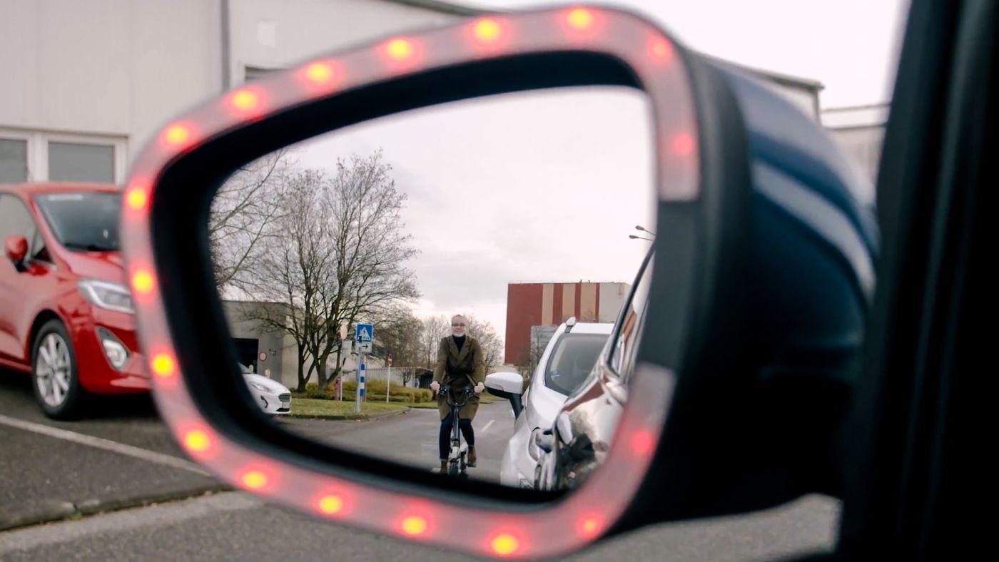 Ford exit vrata biciklist