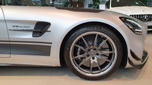Mercedes-AMG GT R PRO u Zagrebu čeka novog vlasnika, uz 585 KS i fantastičnu boju plijeni poglede apsolutno svih! 4