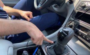 Ne pokušavajte ovo sa svojim mjenjačem, u vožnji automatik prebacio u rikverc!