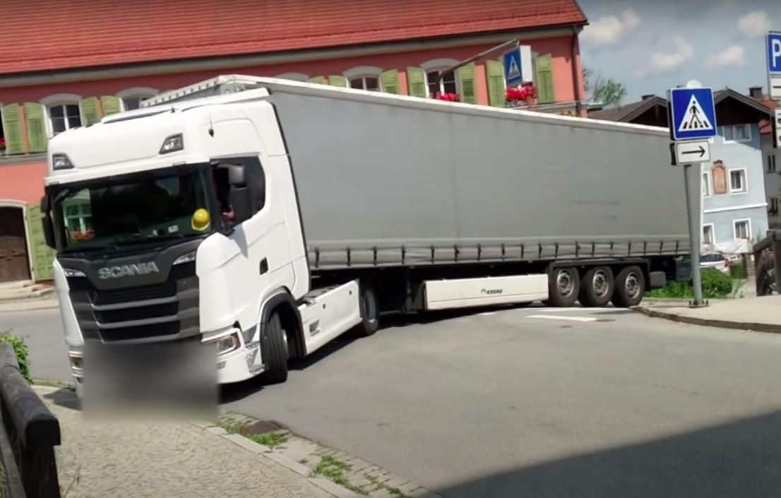 Kamion kaos tegljač