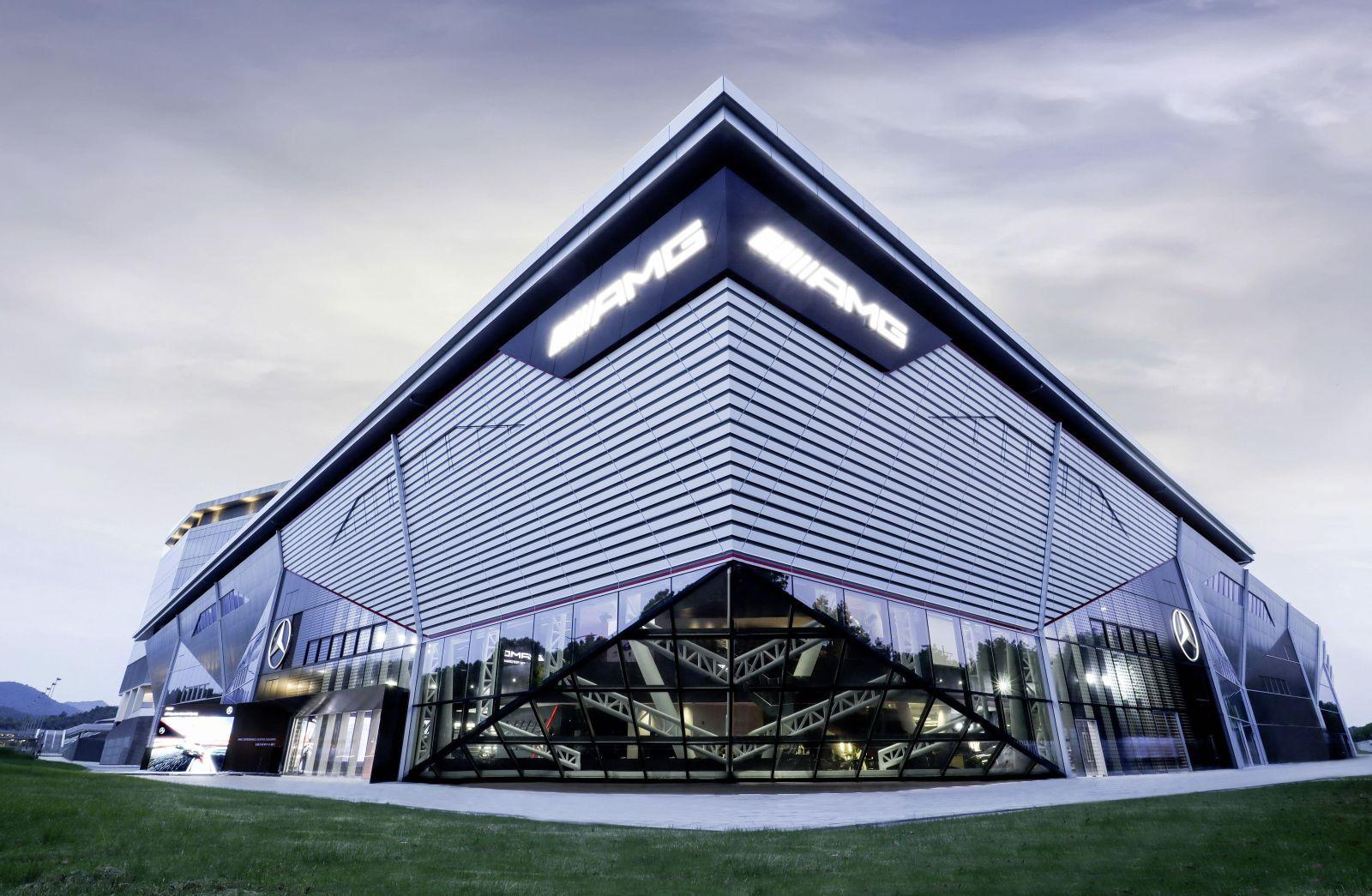 Mercedes AMG Experience center