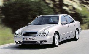 Mercedes-Benz E klasa (W210) osvojila je svijet prije 25 godina svjetlima i novom razinom luksuza 31
