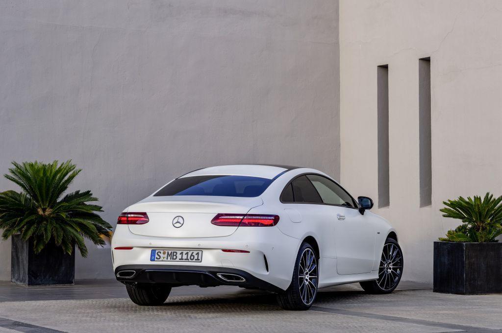 Mercedes-Benz E-klasa Coupe i Cabriolet, izvedbe koje i danas zrače posebnim stilom 8