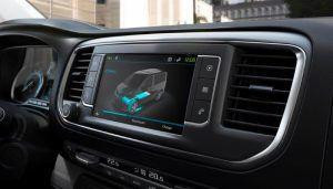 Peugeot e-Expert nudi doseg od 330 kilometara, prostranu kabinu te brojne sigurnosne sustave, a u salone stiže u ljeto 4