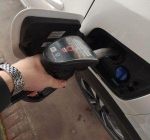 Ima nade, cijena goriva poprilično pala!