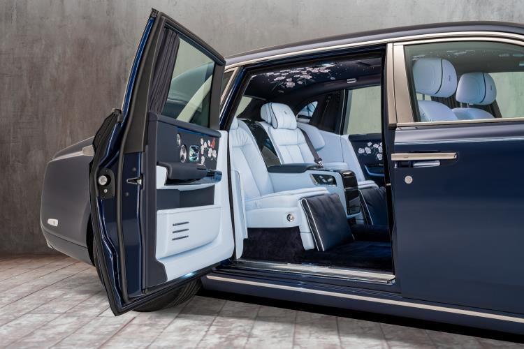 Rolls Royce Rose Phantom  Door Open Mid Base  edit